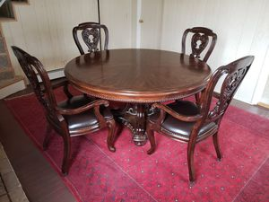 Round Dining Table and 4 Chairs for Sale in Wind Gap, PA