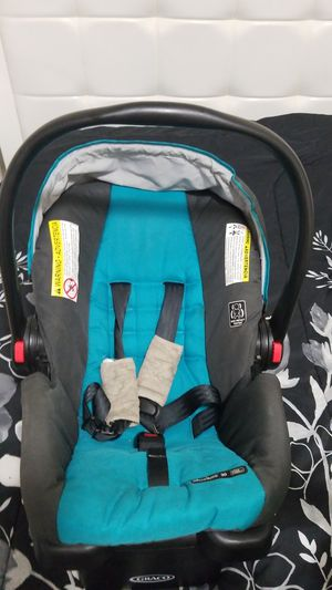 Infant carseat with base and jumparoo bouncer for Sale in Hialeah, FL