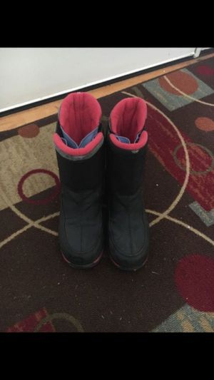 Awesome big kids snow boots - size 3 for Sale in Newcastle, WA