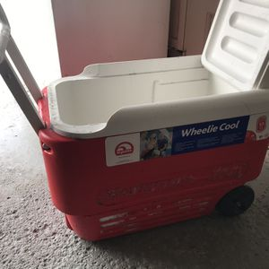 Igloo wheelie cooler 38 quart for Sale in Rochester, NY