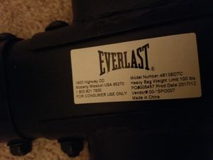 Everlast punching bag and stand for Sale in Reynoldsburg, OH
