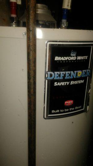 Bradford white 40 gallon gas hot water heater for Sale in Wichita, KS