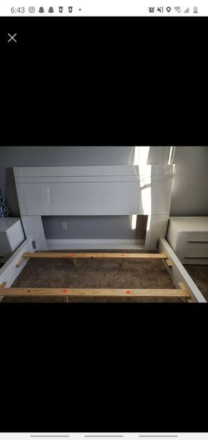 King size bed frame white for Sale in Lancaster, OH