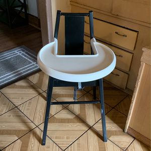 Baby High Chair ( PICK ups Only) Delivery If Local for Sale in Los Angeles, CA