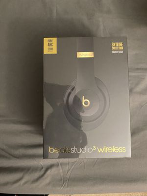 Beats studio 3 wireless skyline edition black and gold limited ! for Sale in Hartford, CT
