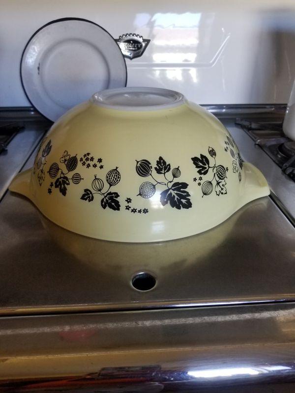 Vintage Pyrex Cinderella Bowl 🖤