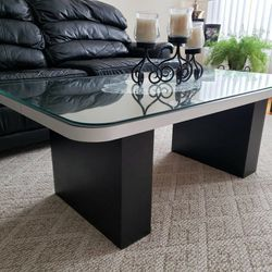 Coffee Table With Glass Top Protector for Sale in Park Ridge,  IL