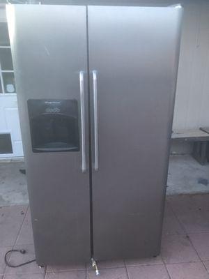 Frigidaire refrigerator for Sale in Phoenix, AZ