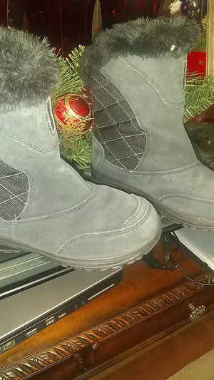 A size 3 girls snow boots Colombia Brand for Sale in Lake Forest, CA