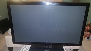 50 in Samsung TV with stand for Sale in Olmsted Falls, OH