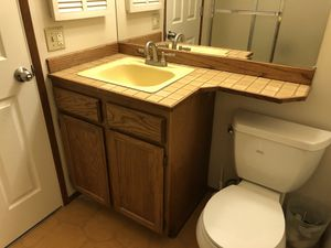 Free bathroom fixtures for Sale in Bellevue, WA