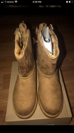 Girls size 4 boots for Sale in Middletown, CT