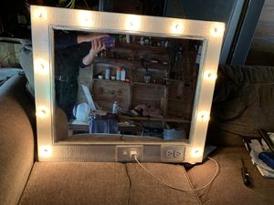 Lighted makeup vanity mirror for Sale in Refugio, TX