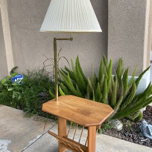 Selling a vintage solid wood table/lamp with magazines rack for Sale in Corona, CA