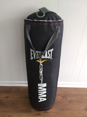 Everlast boxing bag. Accepting offers, only pick up. for Sale in Vinton, VA