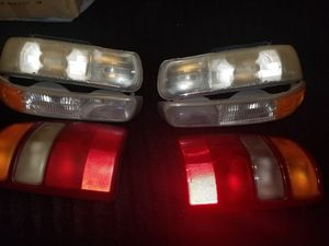 2000 Chevrolet Suburban Tahoe GMC Yukon Headlights and Taillights for Sale in Nashville, TN