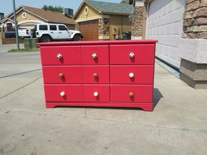 Chest of drawers in good working condition very well. for Sale in Phoenix, AZ