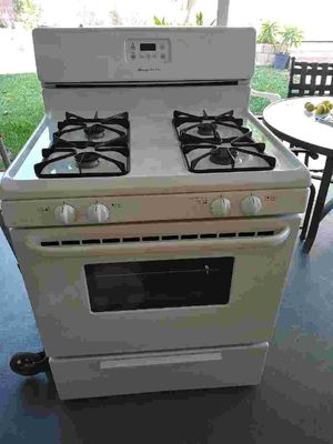 Frigidaire stove for Sale in Los Angeles, CA