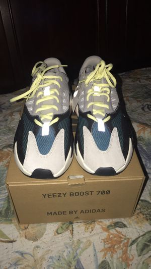 Authentic yeezys wave runners size 9 for Sale in Silver Spring, MD