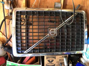 VOLVO TRUCKS FRONT HOOD GRILL AND OTHER PARTS for Sale in Nashville, TN