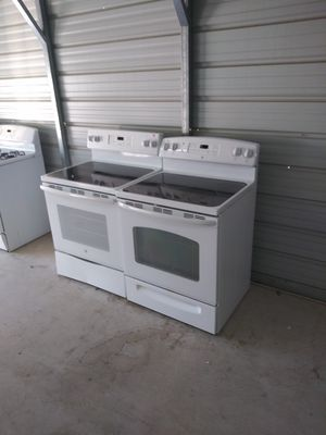 Ge electric glass top stove for Sale in Bloomington, IL