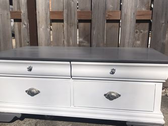 Farmhouse Coffee Table for Sale in IL,  US