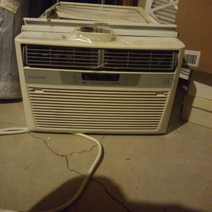 Frigidaire AC Unit In Good Condition. for Sale in Plymouth, MI