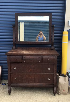 Antique dresser for Sale in Waldorf, MD