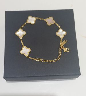 Van style gold faux pearls bracelet for Sale in Austin, TX