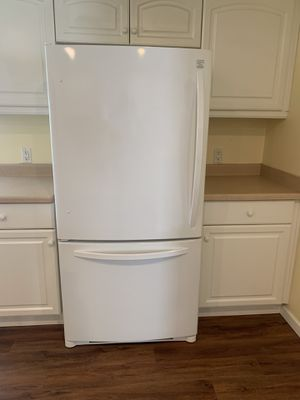 Refrigerator, stove, microwave and dishwasher for Sale in Lakewood, CA
