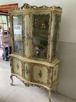 Antique French Provincial hand painted Curio Cabinet for Sale in Miami, FL