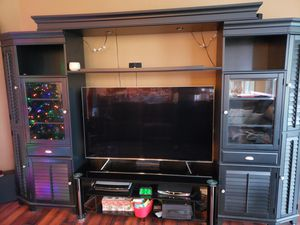 American signature black entertainment center for Sale in Alafaya, FL