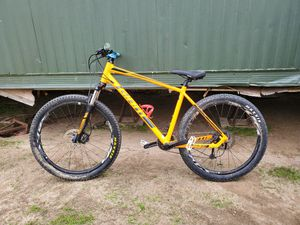 Giant 27.5 badass bike for Sale in Campo, CA