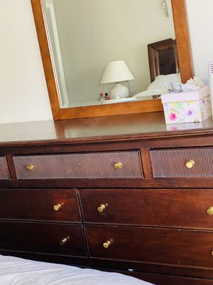 Stanley Wood 9-drawers dresser for Sale in Herndon, VA
