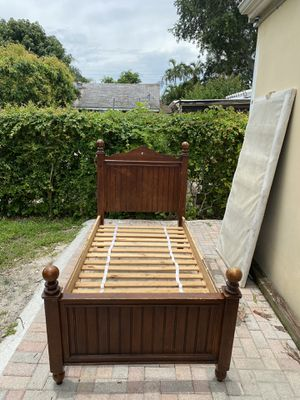 Twin bed frame for Sale in Hollywood, FL