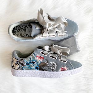 Women's Puma Embroidered Floral Suede Shoes Size 8.5 NWOT for Sale in Tempe, AZ