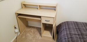 Small desk for Sale in Everett, WA