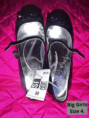 NEW W/TAGS BIG GIRLS DRESS SHOES W/SMALL HEEL SIZE 4 for Sale in Fort Worth, TX