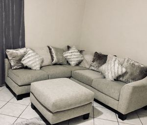 Beige/tan Sectional Couch (multifunctional) see description for Sale in Miami, FL