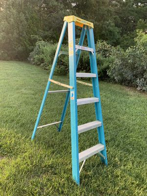 Werner non conductive fiberglass ladder for Sale in Barnegat Township, NJ