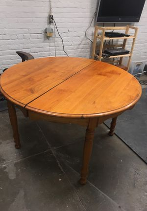Table and 4 chairs - Great condition for Sale in Cleveland, OH