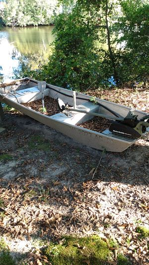 12ft Jon boat in good condition for Sale in Suffolk, VA
