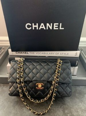 Chanel Medium Flap Handbag for Sale in Manhattan Beach, CA
