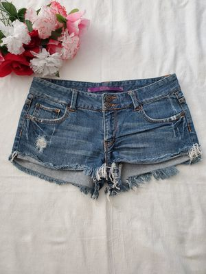 Denim shorts fringe -size 5 Juniors- can't pickup, no problem! I'll ship it to you same day! for Sale in Temecula, CA