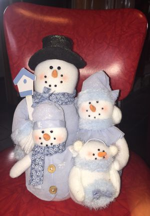 Snowman and family stuffed. All together. Like new. Beautiful. for Sale in Fresno, CA