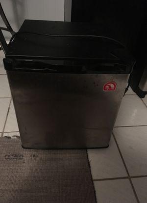Igloo mini fridge FR180H working for Sale in Orlando, FL