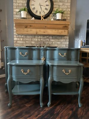 French provincial Dresser And Nightstands for Sale in Arlington, TX