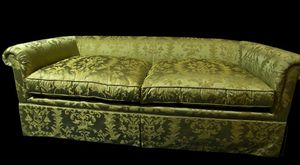 Silk Damask couch for Sale in WA, US