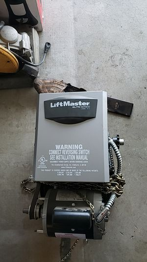 Liftmaster para garage door for Sale in Hesperia, CA