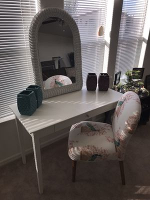 Cute vanity set for Sale in Fort McDowell, AZ